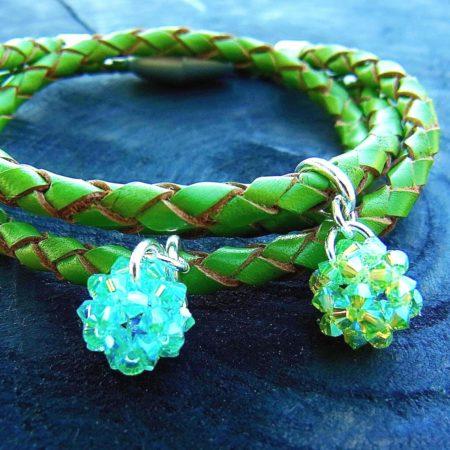 Armband aus Leder mit Glückskugeln aus Swarovski Perlen